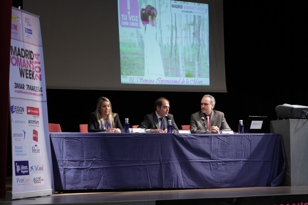 Natividad Pérez, Lorenzo Amor y Salvador Molina, vicepresidente de Fundación Woman's Week. (Fotografía: Cristina Marcos)