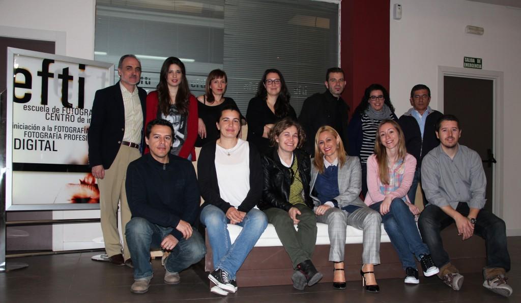 Salvador Molina, presidente del Comité de Comunicación de MWW, y Carmen M. García, fundadora de MWW, junto con algunos de los 'Fotógrafos Oficiales'.