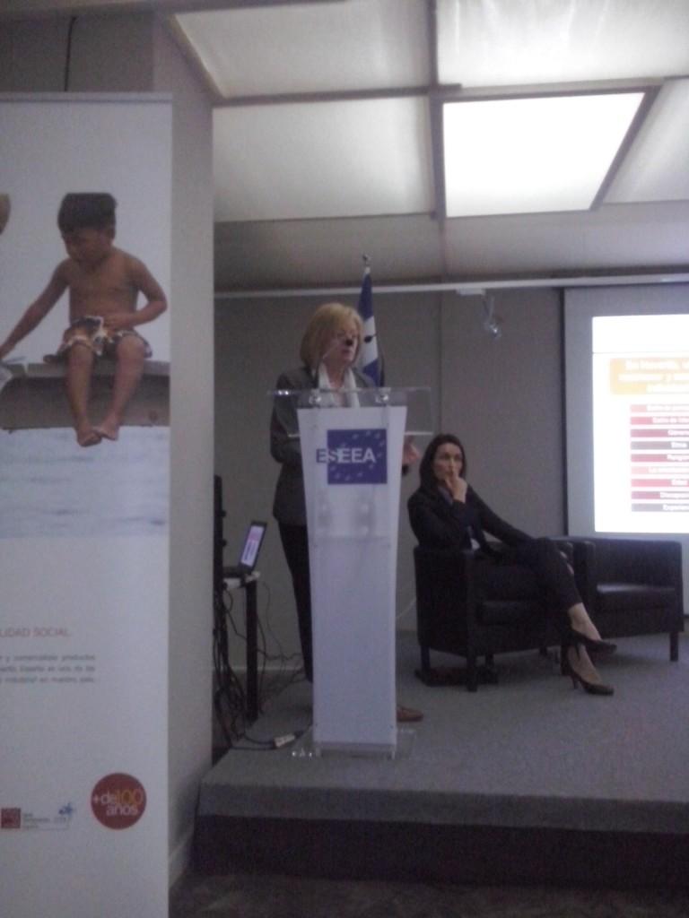 Montserrat Tarrés, directora de Comunicación y RSC de Novartis, y Carolina Albero, de la dirección general de Comunicación y Presidencia de Repsol.
