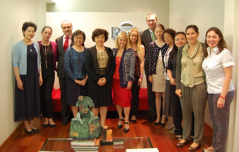 La delegación de la Federación de Mujeres de China junto a los miembros de la directiva de FUNDACIÓN WOMAN´S WEEK y Reale Seguros.