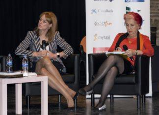 Las periodistas Gloria Lomana y Rosa María Calaf en Madrid Woman's Week 2016.