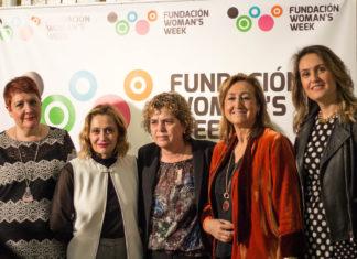 """De izquierda a derecha: Luisa Velasco, Carmen Mª García, Teresa Palahí, María José Ordoñez y Bárbara Manrique después de la mesa sobre """"Violencia y discapacidad"""""""