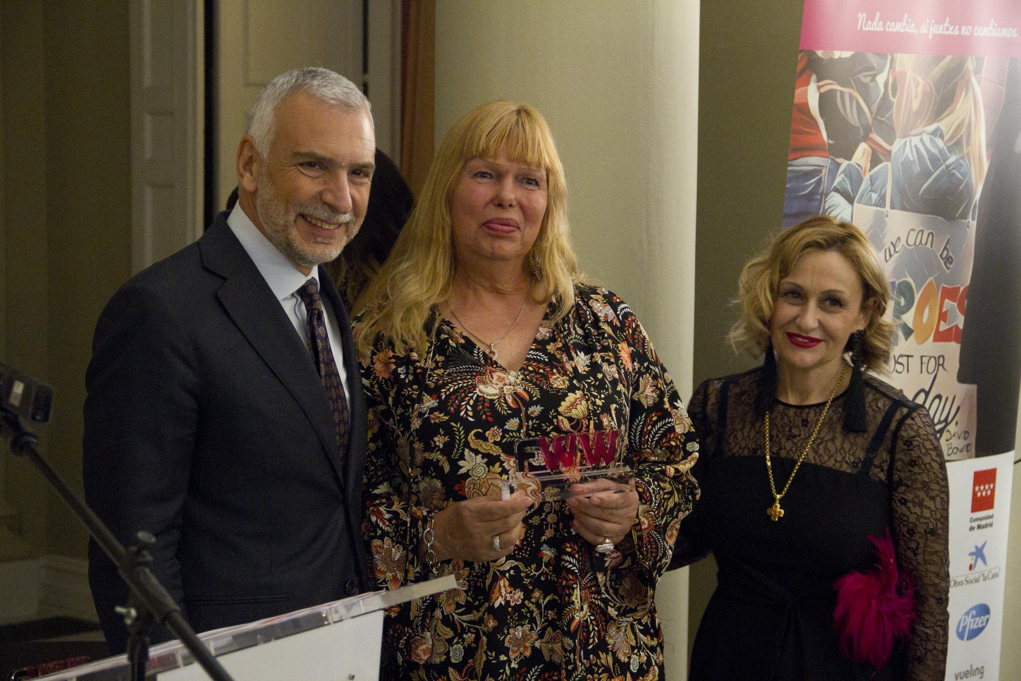 Cristina Rodríguez Yáñez, el Embajador de Italia Stefano Sannino y Carmen Mª García